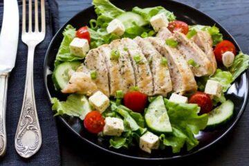 Salata cu pui si feta cu Ulei de Masline Extravirgin Presat la rece